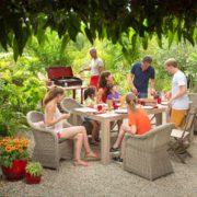 Des meubles en résine pour votre jardin