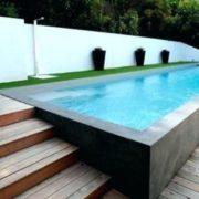 Une piscine semi-enterrée dans son jardin, comment ça marche ?